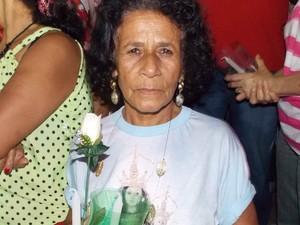 Emocionada, Zuleica contou que já teve vários pedidos atendidos por Nossa Senhor da Penha (Foto: Naiara Arpini/ G1ES)