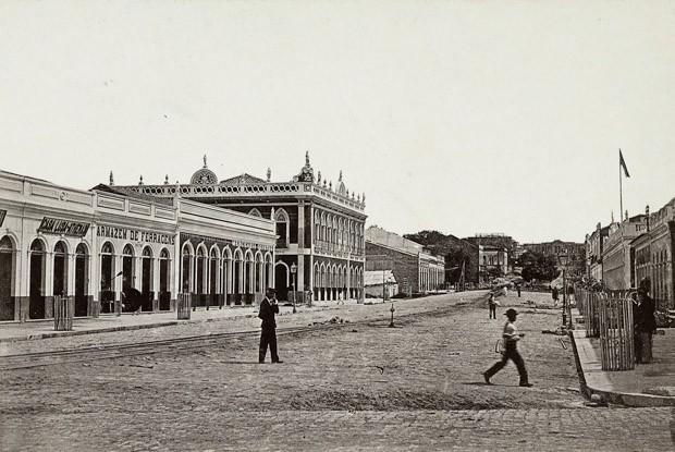 Avenida do Palácio, em Manaus, no ano de 1890 (Foto: George Huebner/Acervo Instituto Moreira Salles)