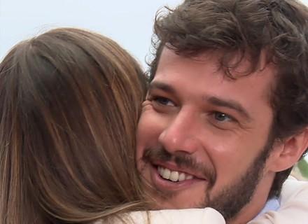 Recém-casado, Jayme Matarazzo é surpreendido pela amada no 'Estrelas': 'Vocês me enganaram'