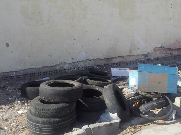 Morador registra descarte de pneus na Areia Branca em Petrolina (Foto: Joselito Martins de Gois/ Arquivo pessoal)