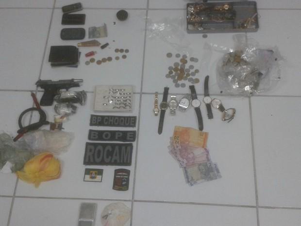 Material apreendido pelos policiais militares durante a Operação CPE (Foto: Kléber Teixeira / InterTV Cabugi)