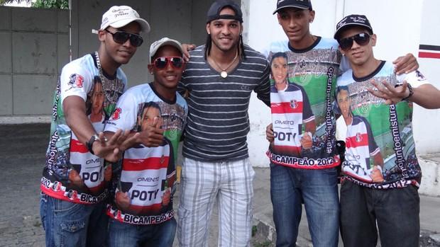 Banda Dênis Marques (Foto: Lula Moraes/Globoesporte.com/PE)