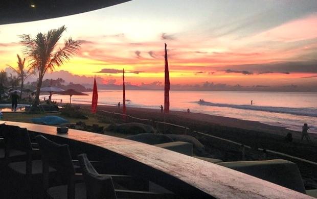 surfe Bali adiamento (Foto: Oakley)