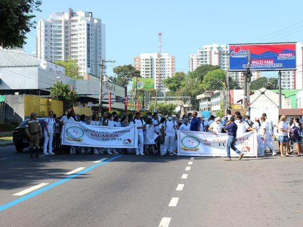Segundo manifestante, trabalhores de dez unidades estão prejudicados (Foto: Diego Toledano/G1 AM)
