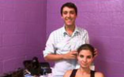 O maquiador Ricardo Tavares ensina a fazer uma máquiagem básica para o dia