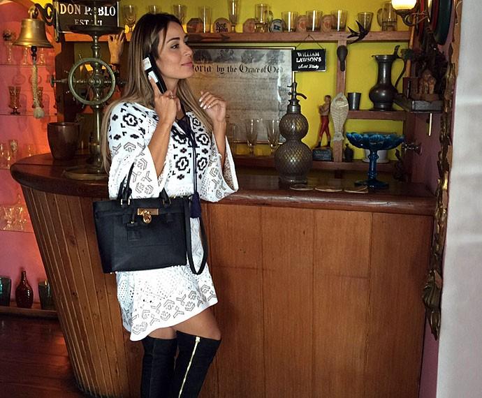 Letícia posa na casa do poeta Pablo Neruda (Foto: Arquivo Pessoal)