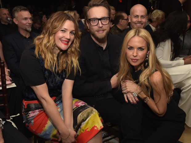 Drew Barrymore, Ariel Foxman e Rachel Zoe em evento em Los Angeles, nos Estados Unidos (Foto: Jason Kempin/ Getty Images/ AFP)