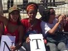 Mulheres se acorrentam no Planalto em ato contra afastamento de Dilma