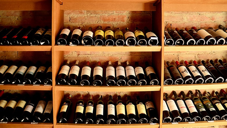 vinho-adega (Foto: Gian Cornachini/CCommons)
