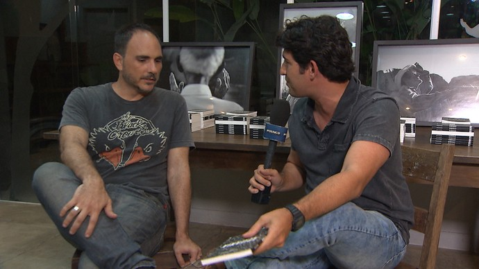 Fotógrado Ricardo Prado conta a Timbó sobre o livro Epifania (Foto: TV Bahia)
