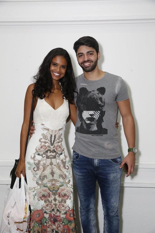 Aline Dias com o namorado (Foto: Wallace Barbosa/Ag.News)