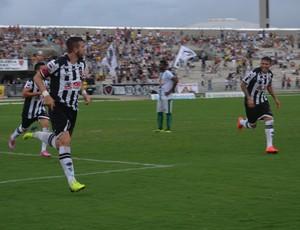 Roberto Dias marca o segundo do Belo (Foto: Hévilla Wanderley / GloboEsporte.com/pb)