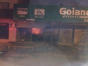 Incêndio foi controlado pelo Corpo de Bombeiros (Foto: Toni Francis/G1RO)