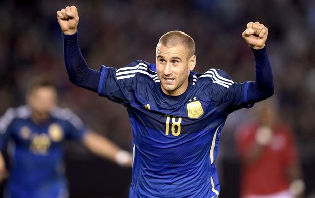 Rodrigo Palacio comemoração jogo amistoso Argentina x Trinidad e Tobago (Foto: AFP)