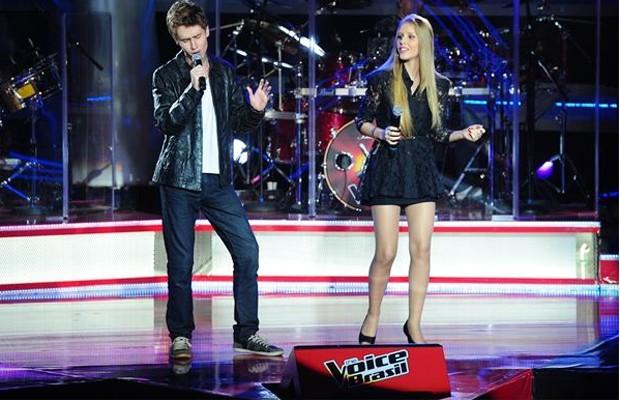 Irmãos Bruno & Camila se apresentam  no palco do 'The Voice' (Foto: Rede Globo/ Alex Carvalho)