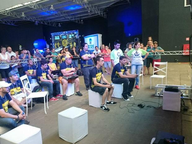 Disputas já começaram na arena do Ultra Street Fighter (Foto: Ana Paula Yabiku/G1)