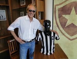 Luiz Eduardo de Freitas visita exposição sobre o pai, Heleno de Freitas (Foto: Divulgação / Site oficial Botafogo))