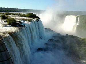 Com mais de 1,5 milhão de visitantes, Parque Nacional do Iguaçu arrecadou R$ 18 milhões; dinheiro é distribuído entre as unidades federais do país (Foto: Airton Serra / RPC TV)