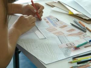 Candidato durante prova de aptidão para o curso de Arquitetura e Urbanismo, na Unicamp (Foto: Antonio Scarpinetti / Unicamp)
