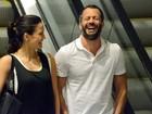 Malvino Salvador se diverte em passeio com Kyra Gracie