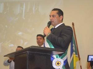 Ofirney Sadala foi empossado no domingo (1), em Santana (Foto: Reprodução/Facebook)