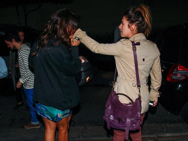 Ivete Sangalo e Fernanda Paes Leme em restaurante em São Paulo (Foto: Manuela Scarpa/ Foto Rio News)