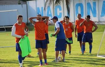 À espera de Benazzi, Naça treina sob o comando de ex-auxiliar de Heriberto