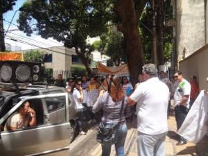Cerca de 100 pessoas protestaram por nomeação em concursos públicos municipais (Foto: Do G1 Pará)