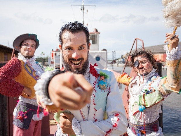 Piratas-poetas do espetáculo 'Corsários Inversos'  (Foto: João Dullius/Divulgação)