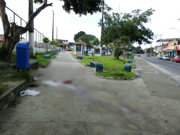 Amigos da vítima testemunharam crime (Foto: Adneison Severiano/G1 AM)