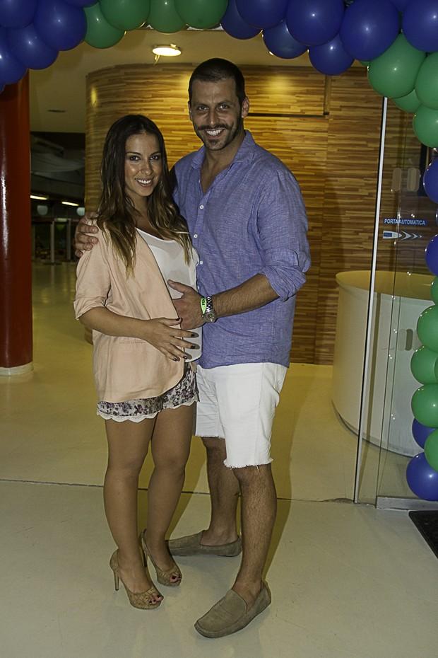 Henri Castelli e a namorada Juliana Despirito (Foto: Amauri Nehn/Foto Rio News)