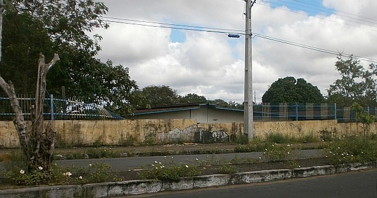 G1 - Internauta critica abandono de antigo prédio escolar em Manaus -  notícias em Amazonas 067fb4c44ab
