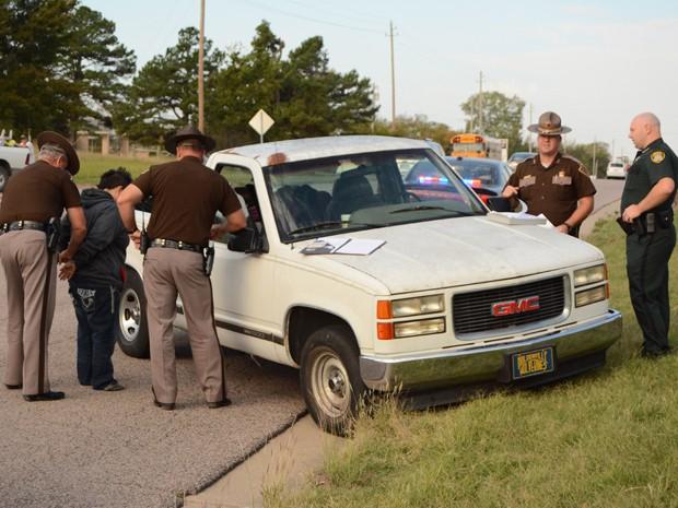 Mãe disse à polícia que tentou acudir filho cujo cinto havia se soltado (Foto: Randy Mitchell/The Ada News via AP)