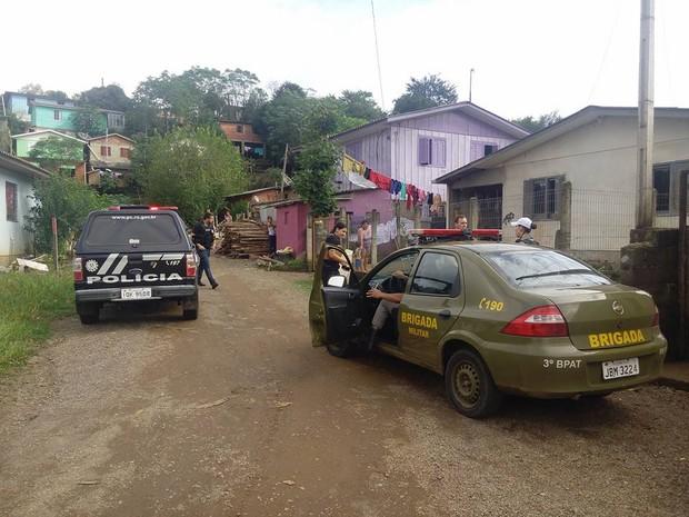 Homem foi morto dentro de casa em Guaporé, na Serra (Foto: Eduardo Cover Godinho/Rádio Aurora)
