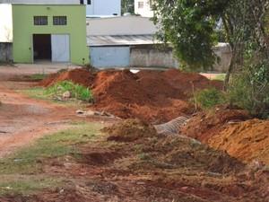 Rua já recebeu rede de esgoto (Foto: Prefeitura/ Divulgação)