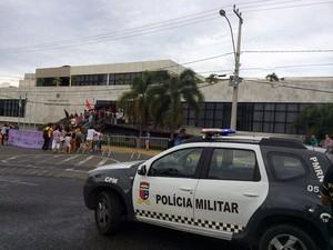 Polícia Militar reforça segurança na Assembleia Legislativa do RN durante presença de Eduardo Cunha (Foto: Felipe Gibson/G1)