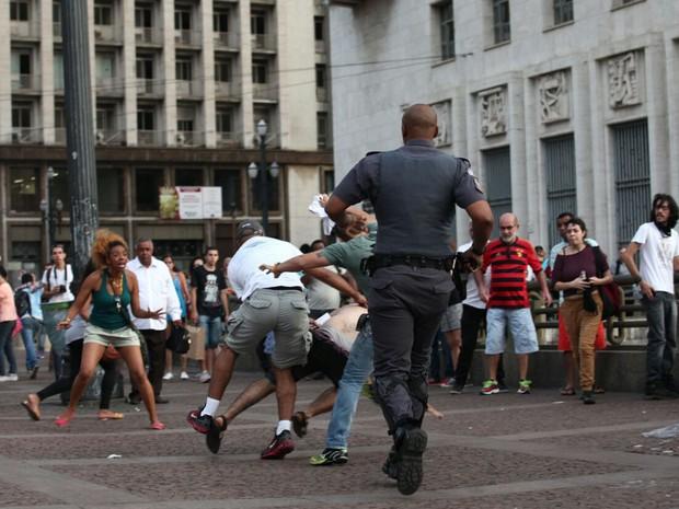 Confusão durante protesto no Centro de São Paulo (Foto: Marcelo Brandt/G1)