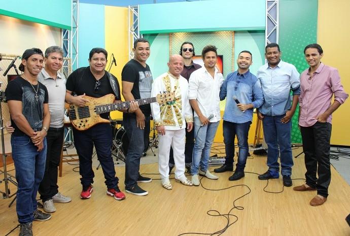 Wilsinho de Cima se encontra no palco do 'Paneiro' com a banda Amazon Beach (Foto: Wendy Queiroz/ Paneiro)