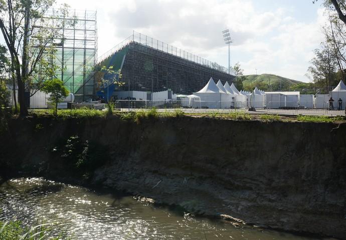 Confira a desmontagem da estrutura do estádio de Rúgbi do Complexo Esportivo de Deodoro (Foto: André Durão/GloboEsporte.com)