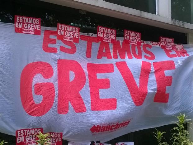 Bancários do Pará aderem à greve nacional da categoria, deflagrada nesta terça-feira (6). (Foto: Luana Laboissiere/G1)