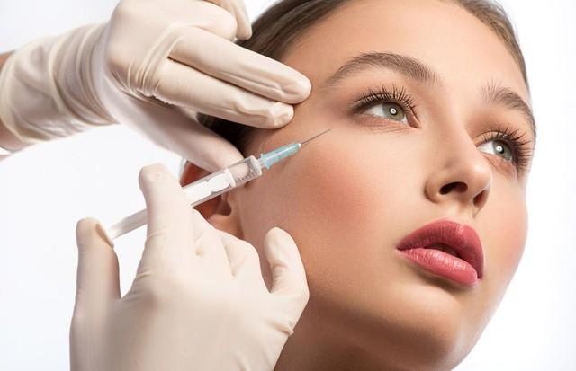 Tratamento trabalha com pontos específicos do rosto (Foto: Think Stock)