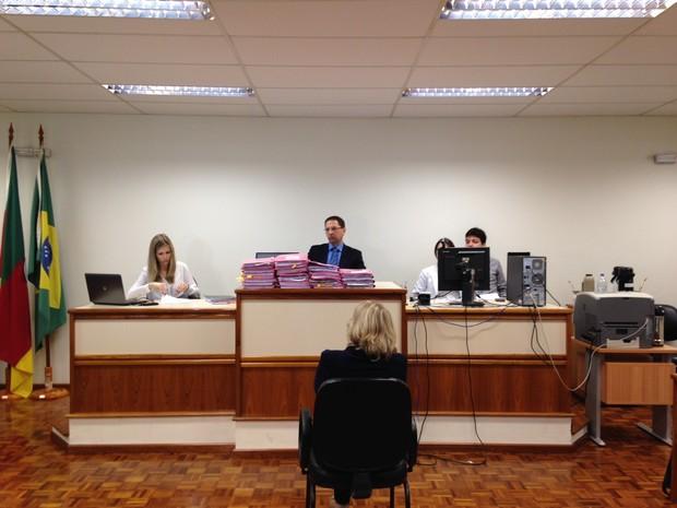 Professora de Bernardo, Simone concedeu depoimento à Justiça na manhã desta segunda-feira (Foto: Caetanno Freitas/G1)