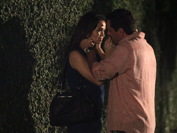 Morena se entrega a Théo (Foto: Salve Jorge/TV Globo)