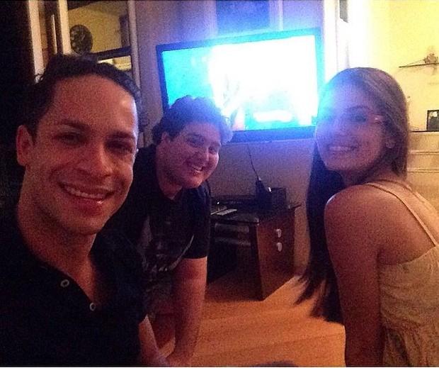Ranier Cadete, Felipe Hintze e Camila Queiroz (Foto: Reprodução/Instagram)