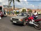 Colisão entre carro e moto deixa duas pessoas feridas em Araraquara, SP