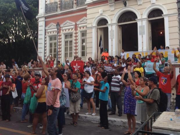Manifestação a favor do governo Dilma em Ilheús, na Bahia (Foto: Valesca Lippel/TV Santa Cruz)