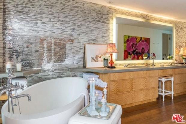 Pamela Anderson está alugando sua casa em Malibu por R$ 167 mil por mês (Foto: Reprodução Trulia)