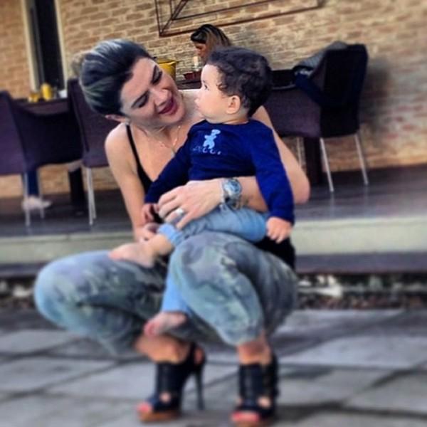 Mirela Santos com Bruno Lucas, filho do jogador Dentinho (Foto: Reprodução/ Instagram)