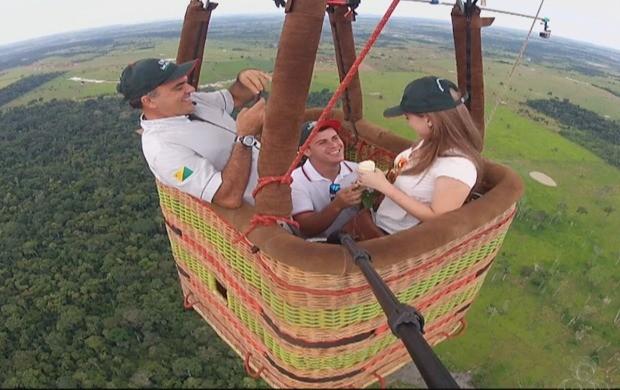 Casal voou pelos céus de Rio Branco para brindar a união (Foto: Amazônia em Revista)