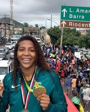 Rafaela Silva participa de carreata na Cidade Deus (Foto: Divulgação/Federação Internacional de Judô')